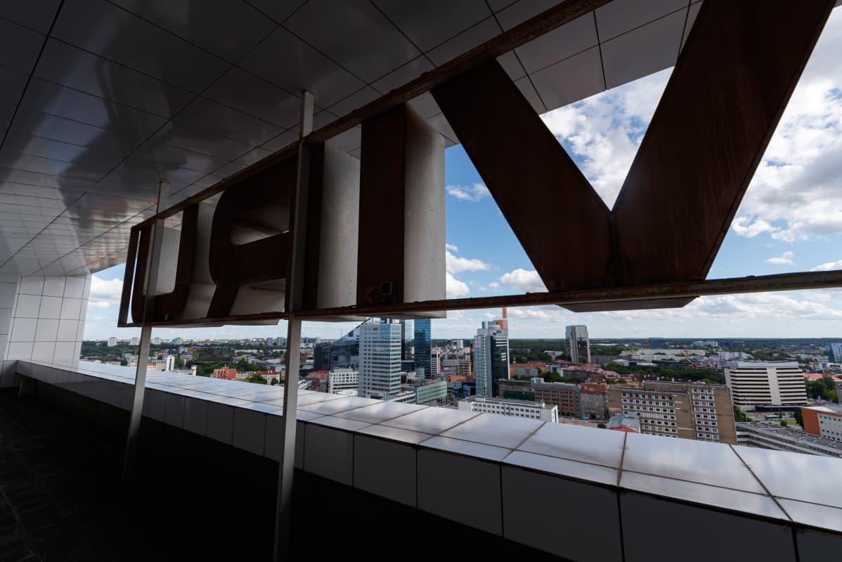 Nykyään Viru-hotelli on vain yksi Tallinnan korkeista rakennuksista.