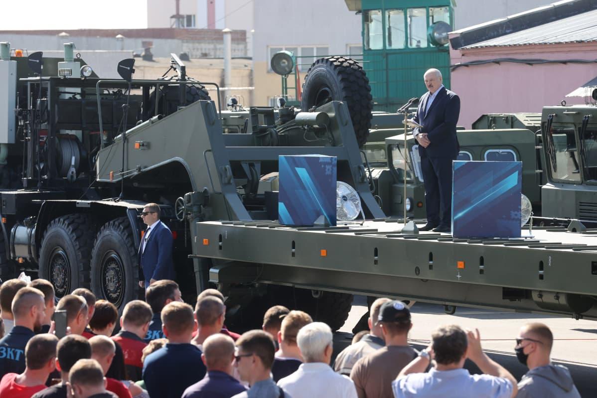Lukašenka puhujalavalla