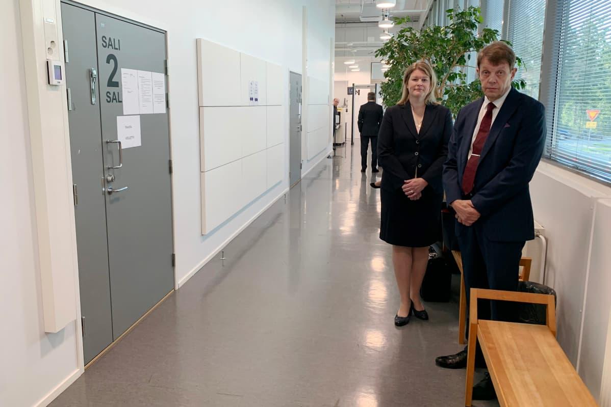 Kuvassa on Jukka Haavisto ja Laura Sairanen.