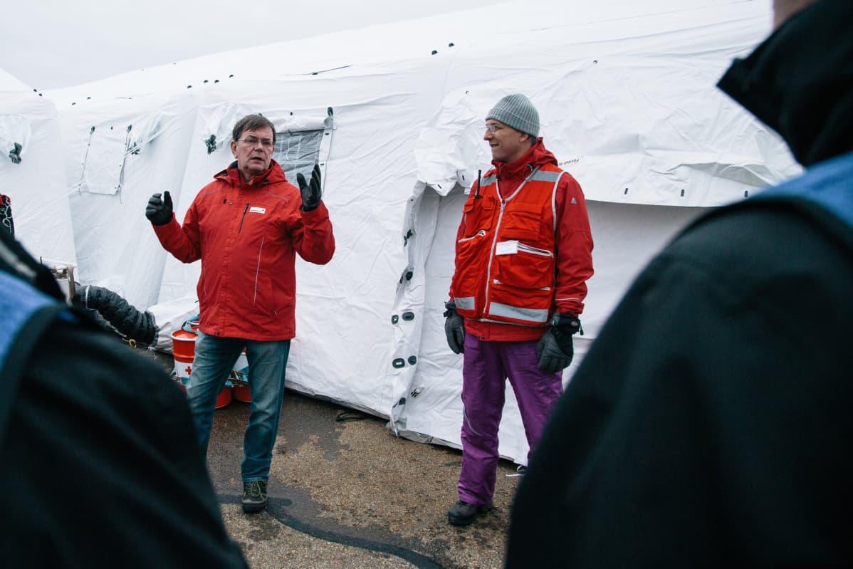 Kalle Löövi evakuointisairaalaharjoituksessa Ivalon lentokentällä vuonna 2014.