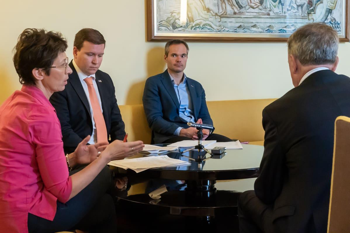 Sari Essayah (kd.), Ville Tapio (ps.),  Kai Mykkänen (kok.) ja Harry Harkimo (liik.)