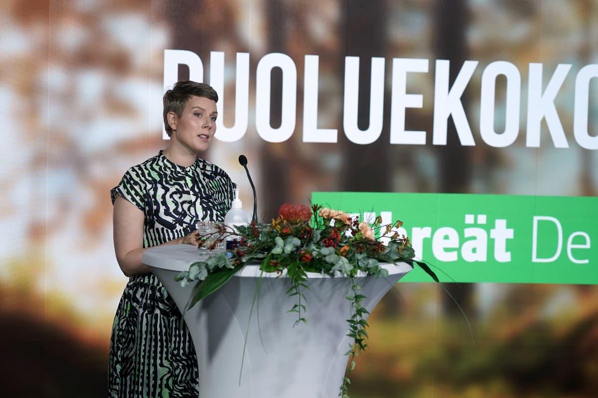 Jenni Pitko puhuu vihreiden etänä järjestettävässä puoluekokouksessa Helsingissä