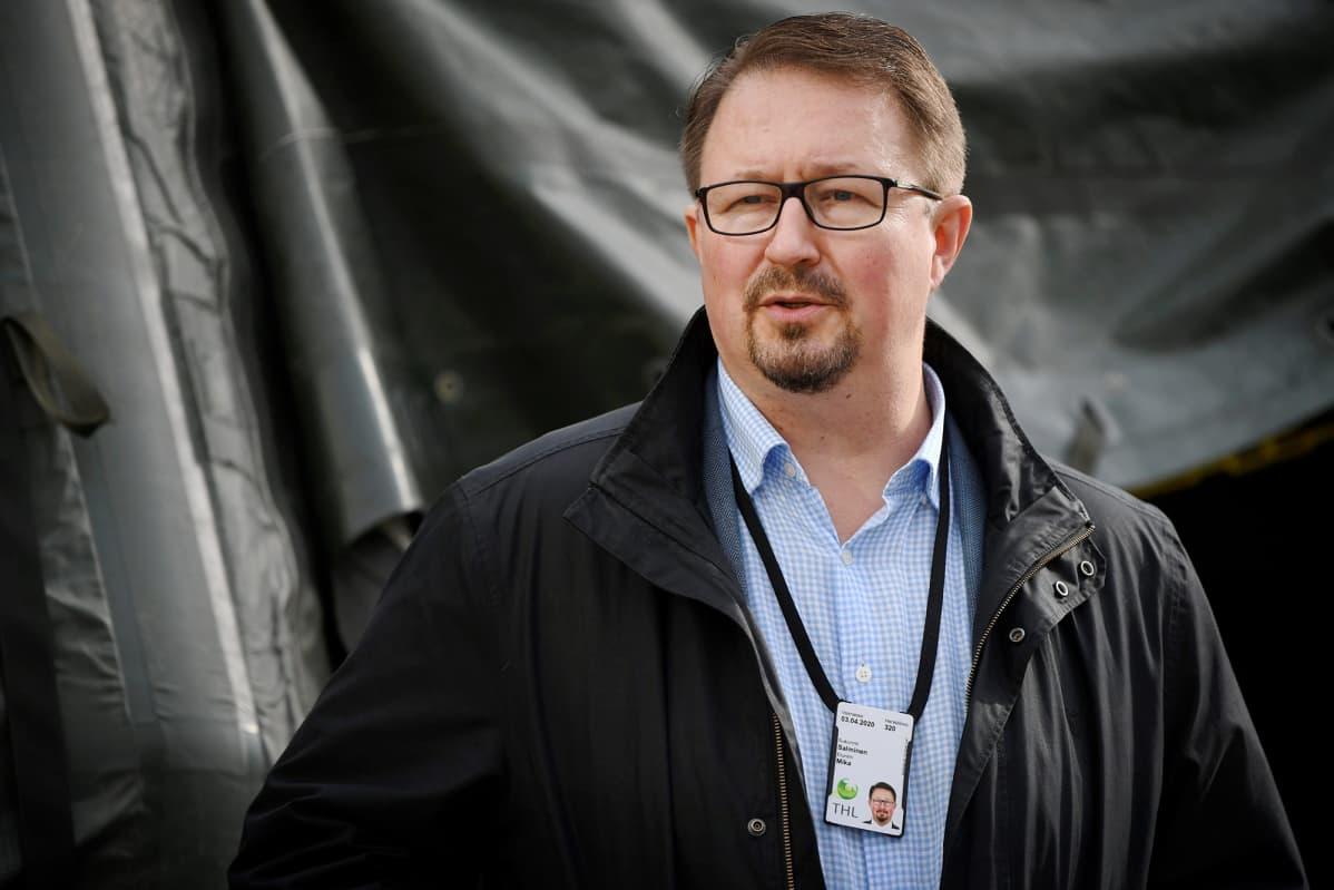 THL:n johtaja Mika Salminen esitteli kenttälaboratorion toimintaa yhdessä THL:n kanssa Helsingissä 21. syyskuuta 2020.