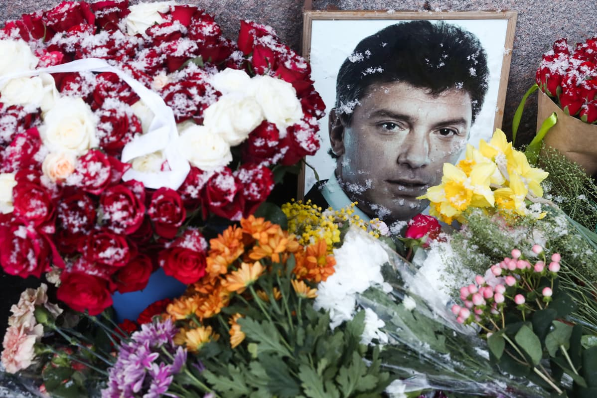 Kuvassa on Boris Nemtsovin muistopaikka Moskovassa.