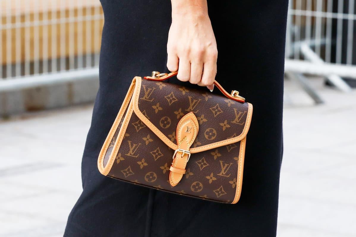 Louis Vuittonin käsilaukku.