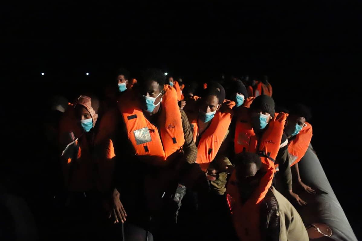Välimereltä pelastettavia yöllä