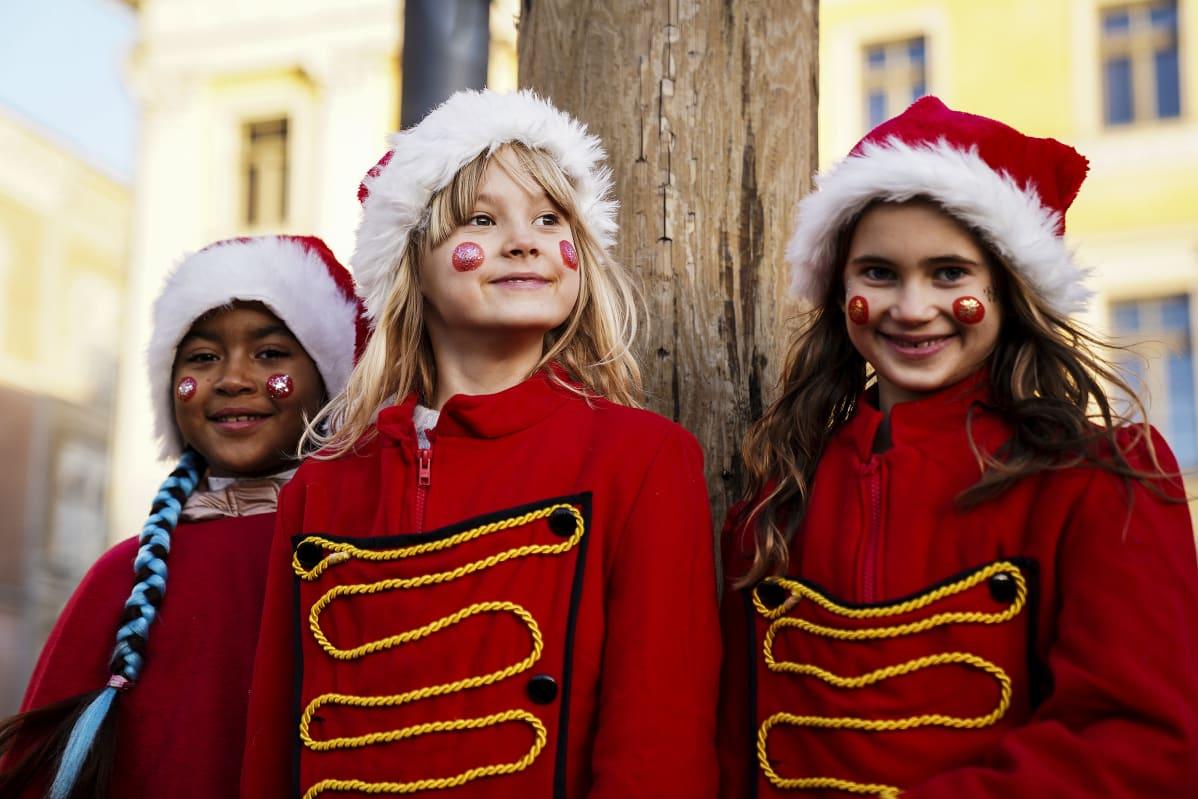 Helsingin jouluavausta 2020 vietettiin Senaatintorilla sunnuntaina aurinkoisessa säässä.
