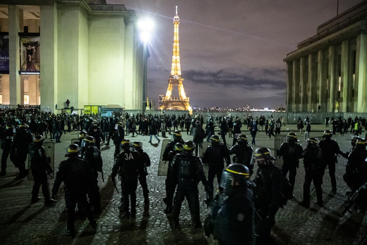 Mielenosoitus, Eiffel-torni