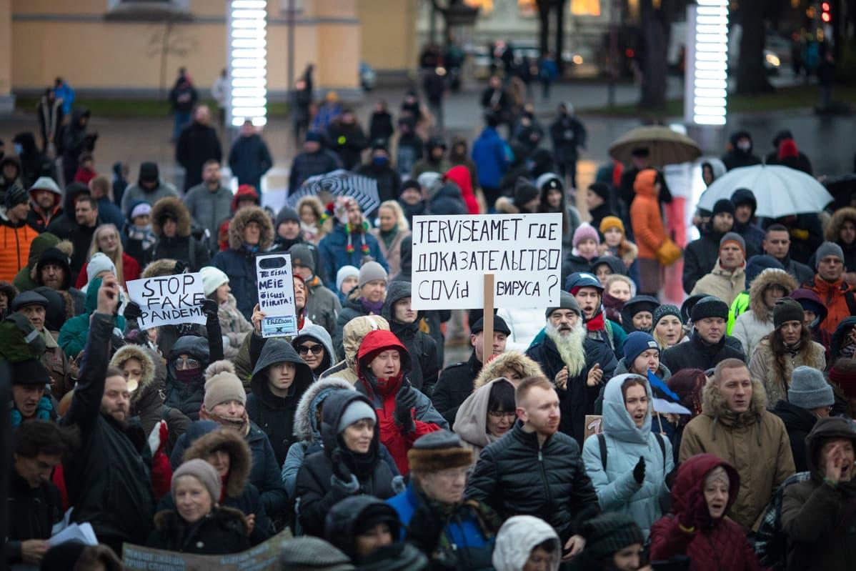 Tallinnan maskien vastainen mielenosoitus.