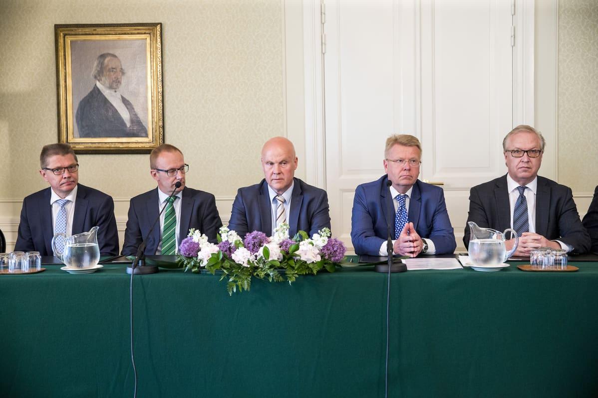 Kuvassa Markku Jalonen, Jarkko Eloranta, Antti Palola, Jyri Häkämies ja Sture Fjäder.