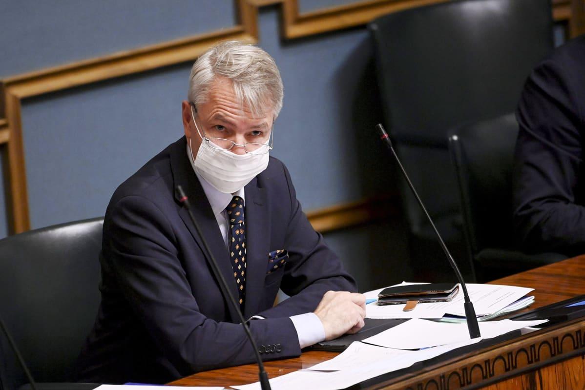 Ulkoministeri Pekka Haavisto eduskunnan täysistunnossa Helsingissä 11. marraskuuta 2020.