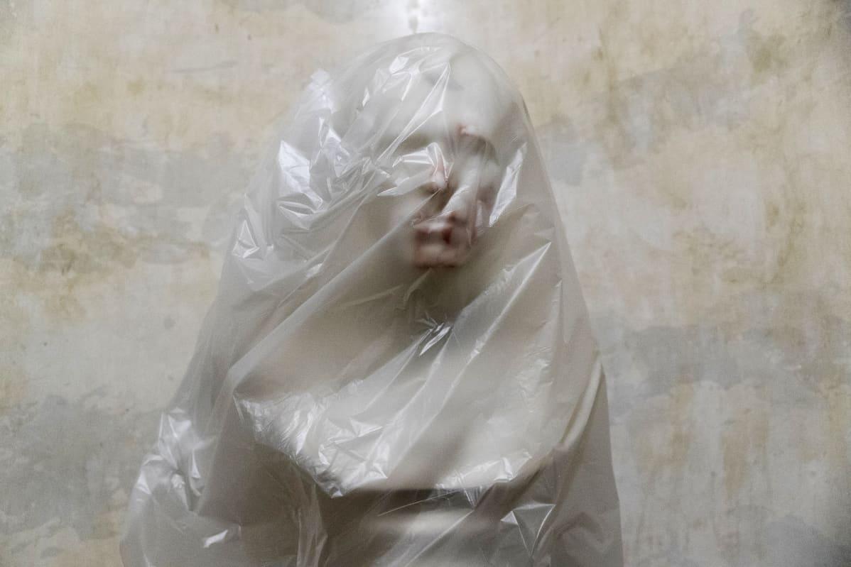 Entisen Yhdysvaltain presidentin Zachary Taylorin mellakassa tahriintunut rintakuva peitetty muovilla.