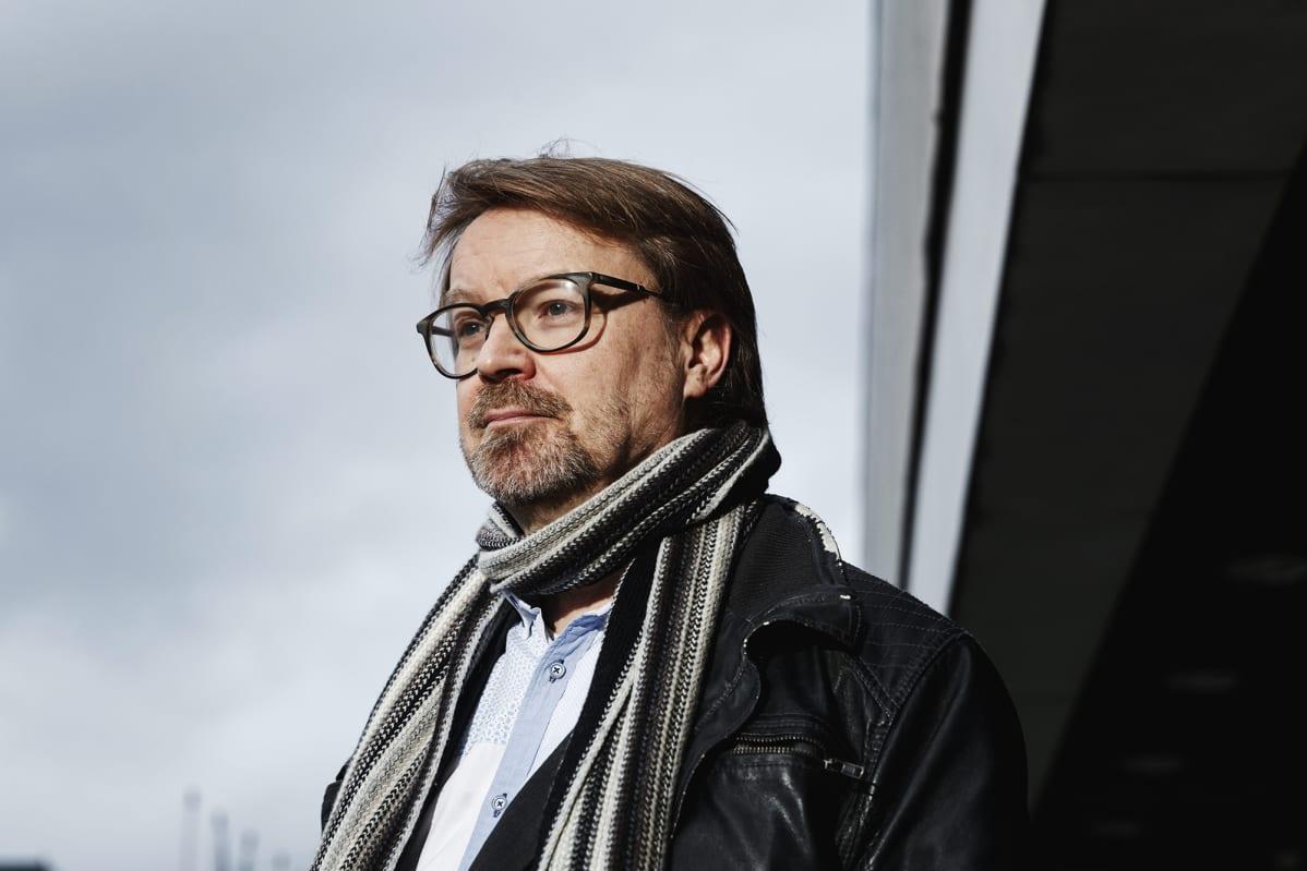 Helsingin yliopiston zoonoosivirologian professori Olli Vapalahti Meilahdessa Helsingissä 1. joulukuuta 2020.