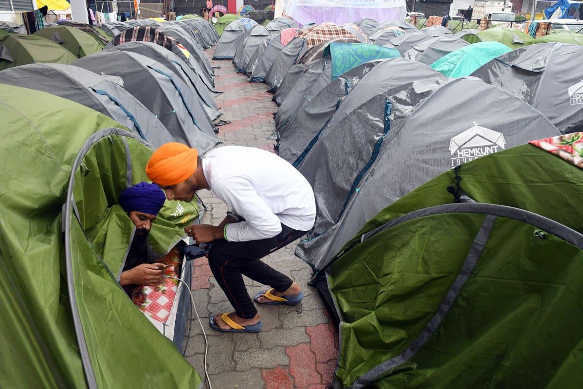Maanviljelijöiden telttaleiri New Delhissä.