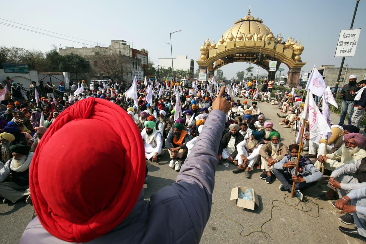 Maanviljelijöiden mielenosoitus Amritsarissa.