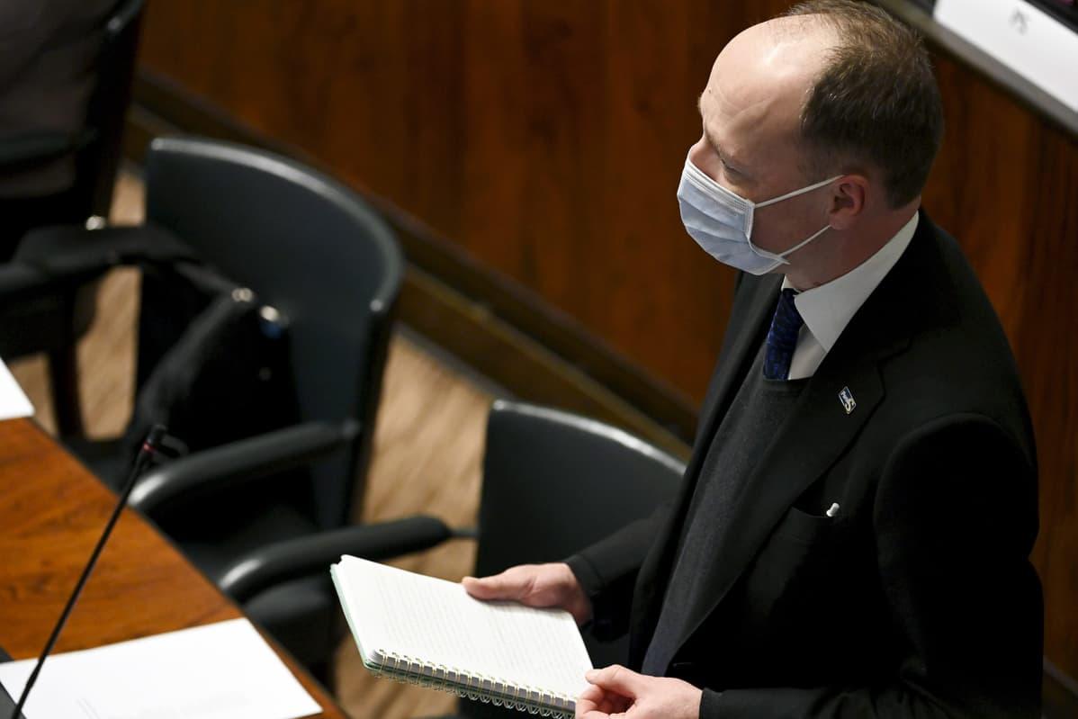 Jussi Halla-aho eduskunnan täysistunnossa.