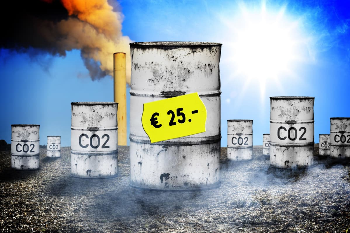 Öljytynnyreitä, savupiippu ja hintalappu