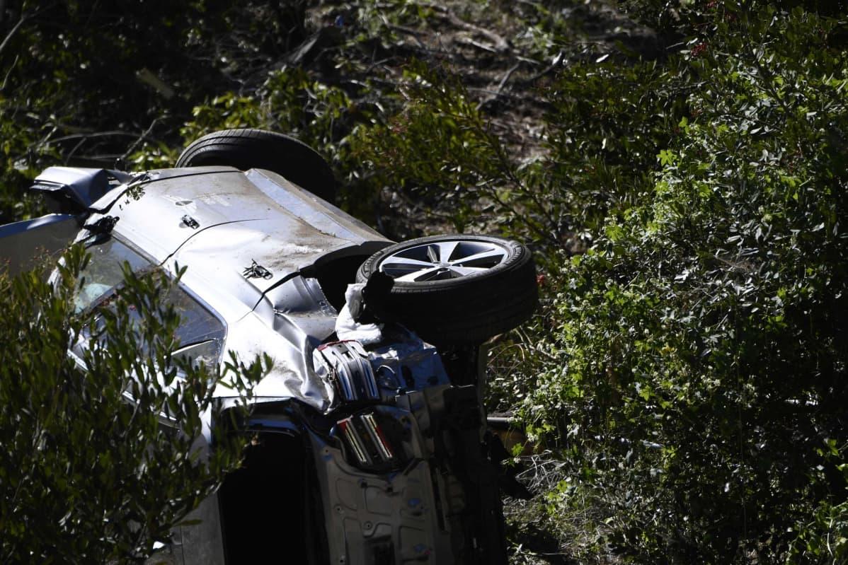 Tiger Woodsin auto romuttui pahoin onnettomuudessa
