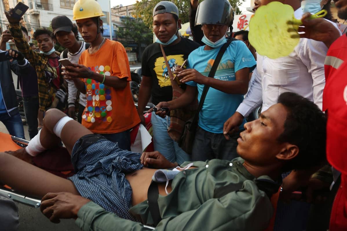 Mielenosoitus Mandalayssa.