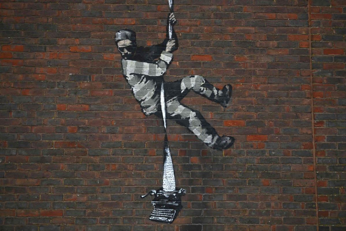 Banksyn teoksessa mies karkaa vankilasta, pakolakanan painona kirjoituskone