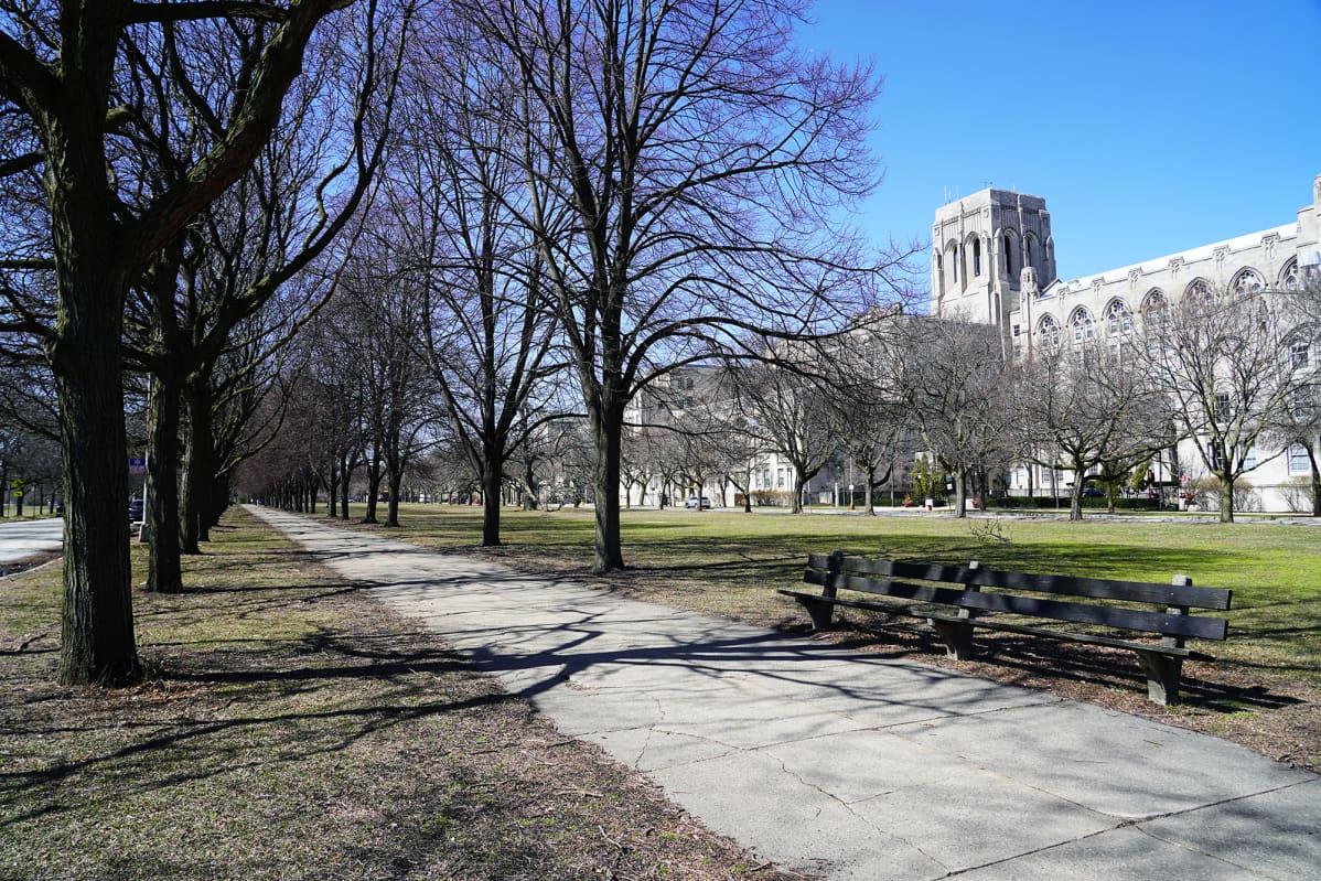 Chicagon yliopisto kuvattu ulkoa.