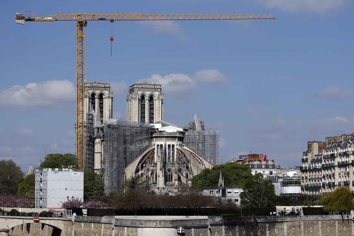 Notre-Damen katedraalin kunnostustyö Pariisissa.