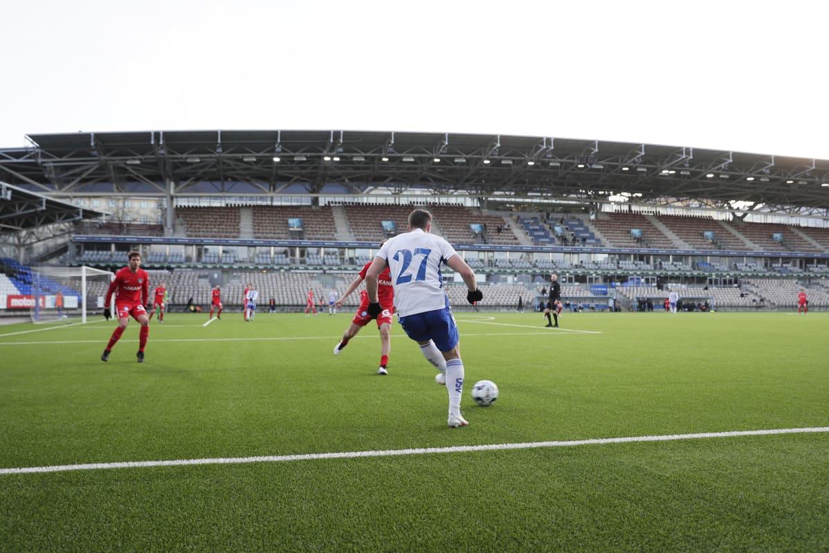 Tyhjä katsomo jalkapallon Suomen Cupin välieräottelussa HJK vs FC Inter Helsingissä.