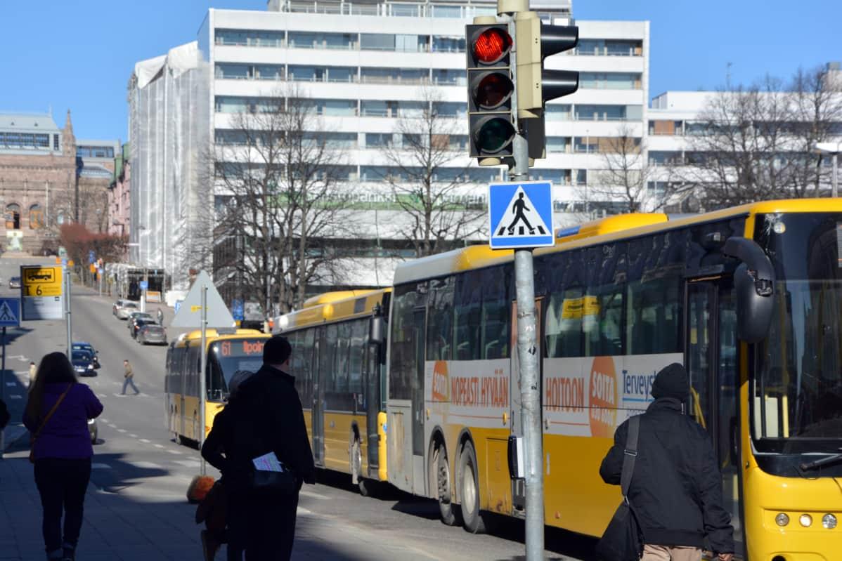 Busseja punaisissa valoissa