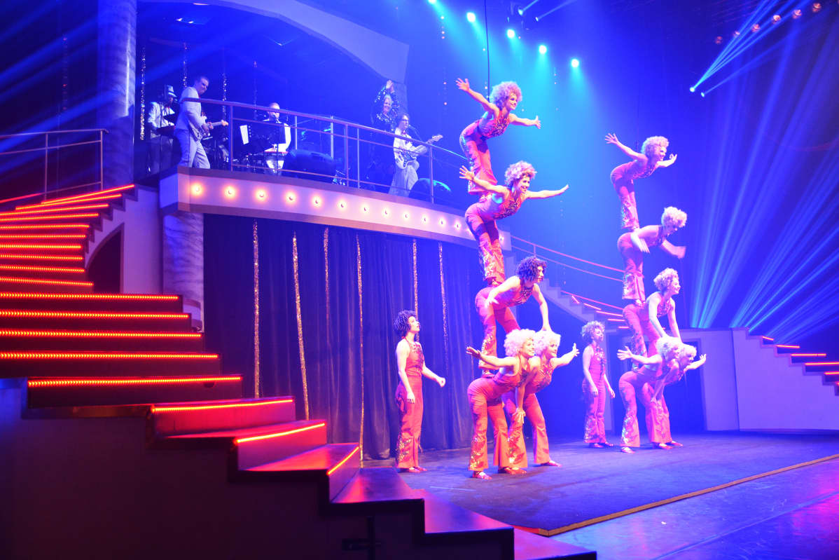 Nuoret esiintyvät Sorin sirkuksen 30-vuotisjuhlashow´ssa