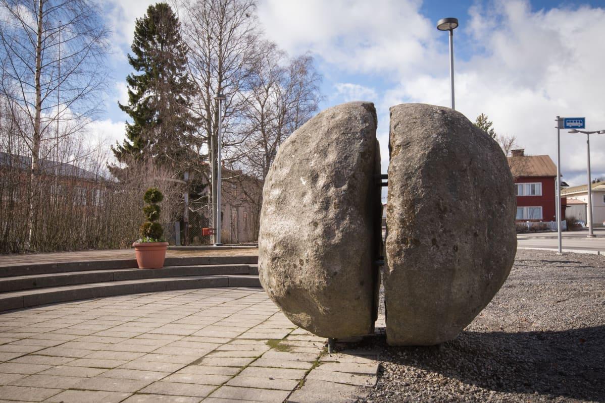 Lapuan räjähdysonnettomuuden muistomerkki Ero