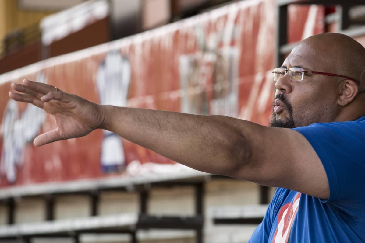 Seppo Ovie Evwaraye haluaa tuoda kaiken amerikkalaisesta jalkapallosta oppimansa Vaasaan.
