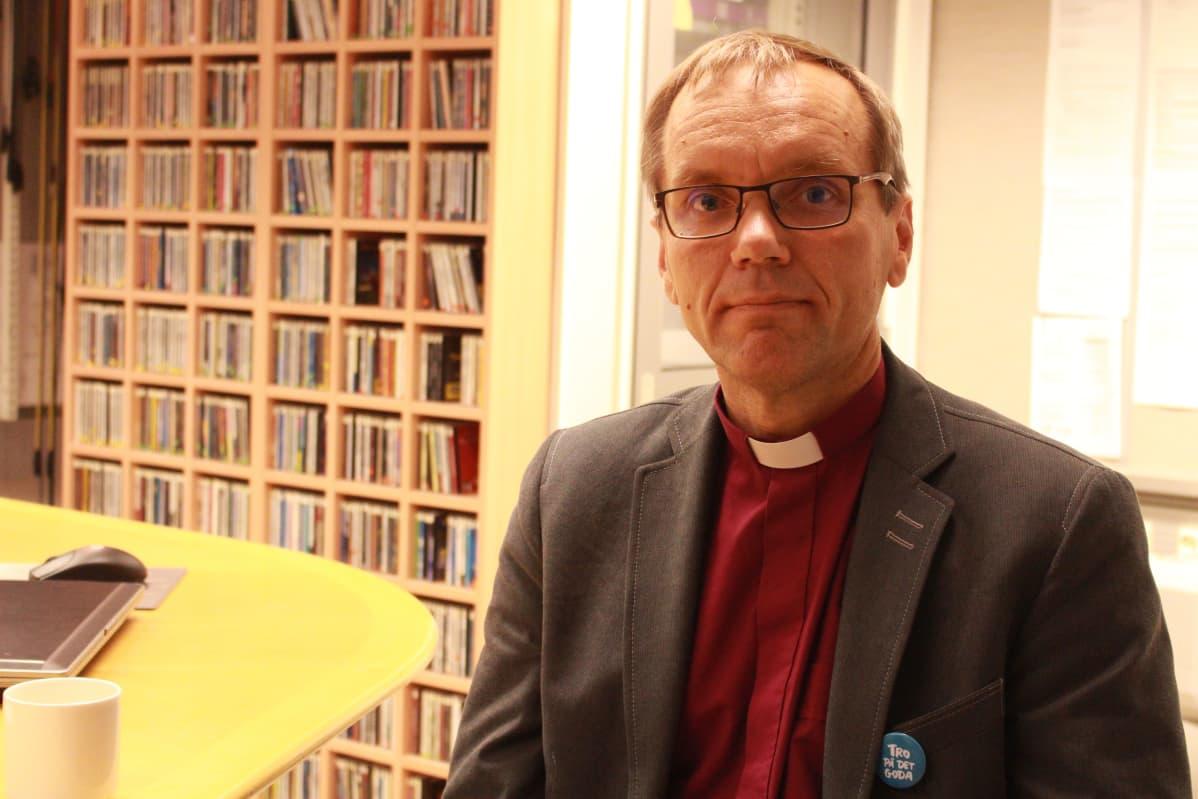 Piispa Björn Vikström Porvoon hiippakunnasta.
