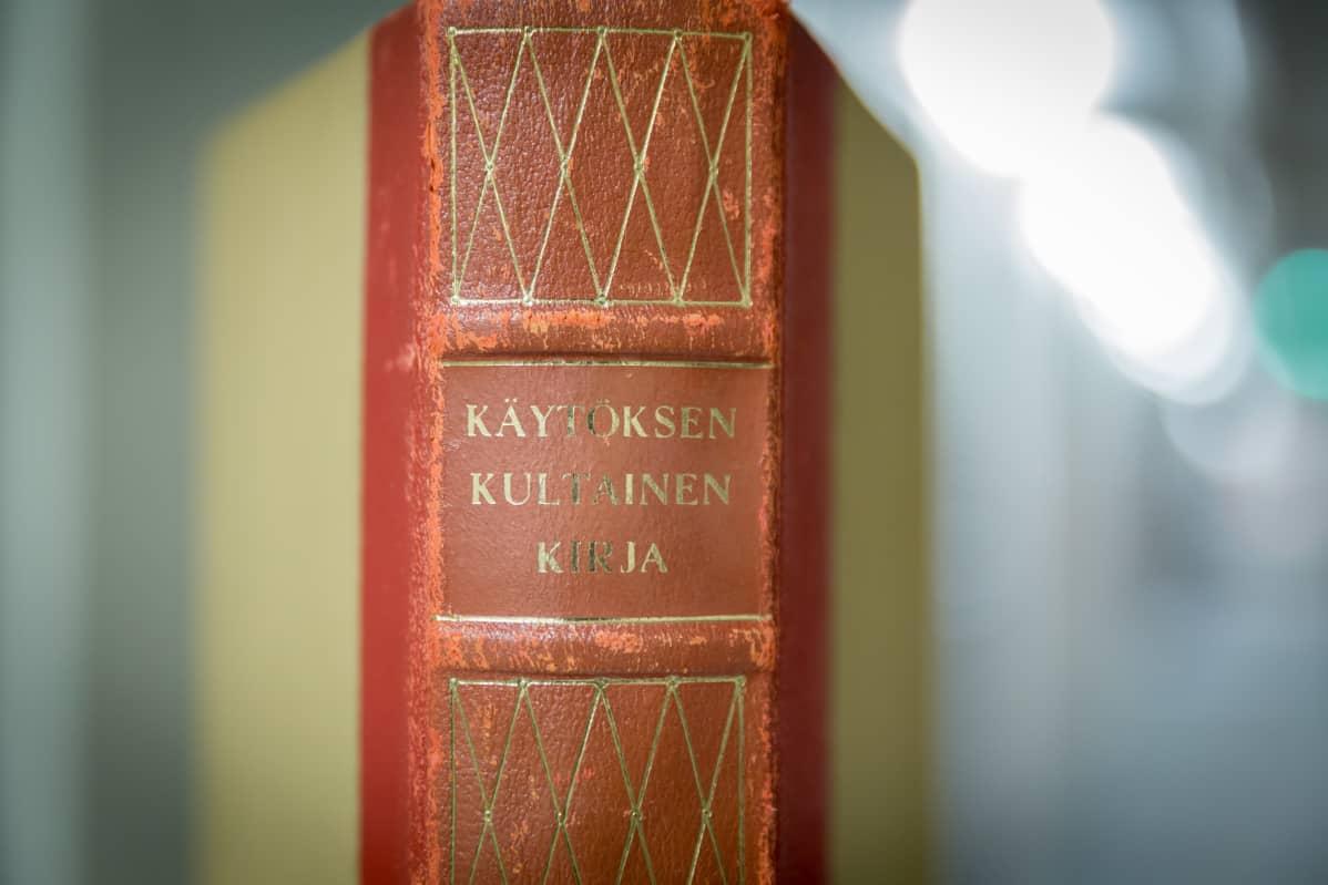 Käytöksen kultainen kirja, 4.painos vuodelta 1957