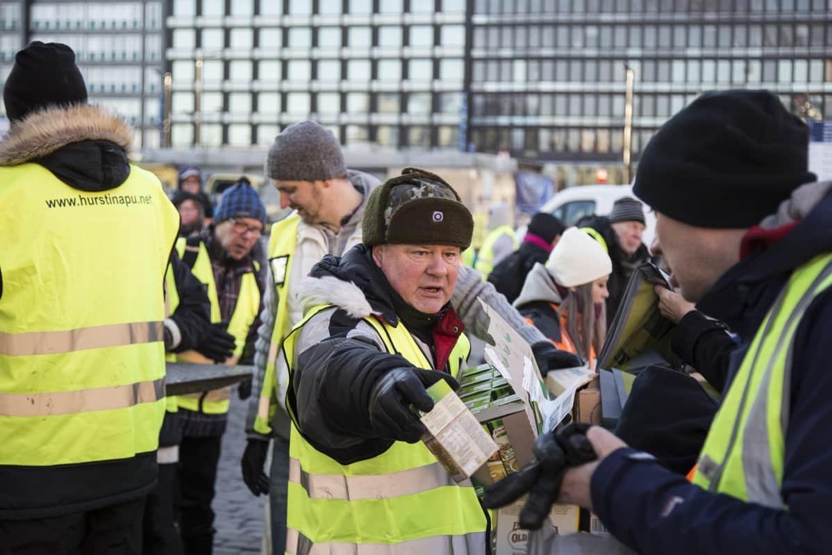 Heikki Hurstin itsenäisyyspäivän viettoa Helsingin Hakaniemessä.