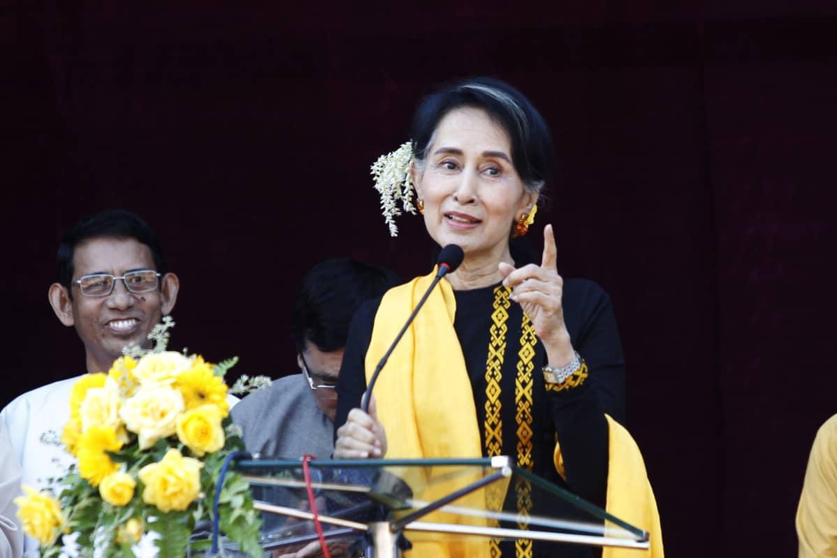 Aung San Suu Kyi eli yli 15 vuotta kotiarestissa ennen kuin Myanmarin sotilasjuntta kaatui 2011.