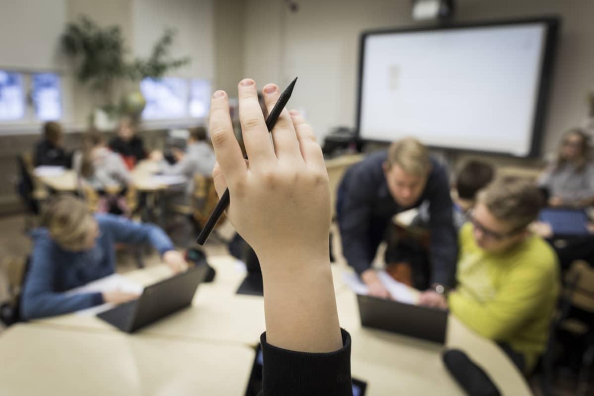 Viittaava käsi, ala-aste, Eteläisten koulu