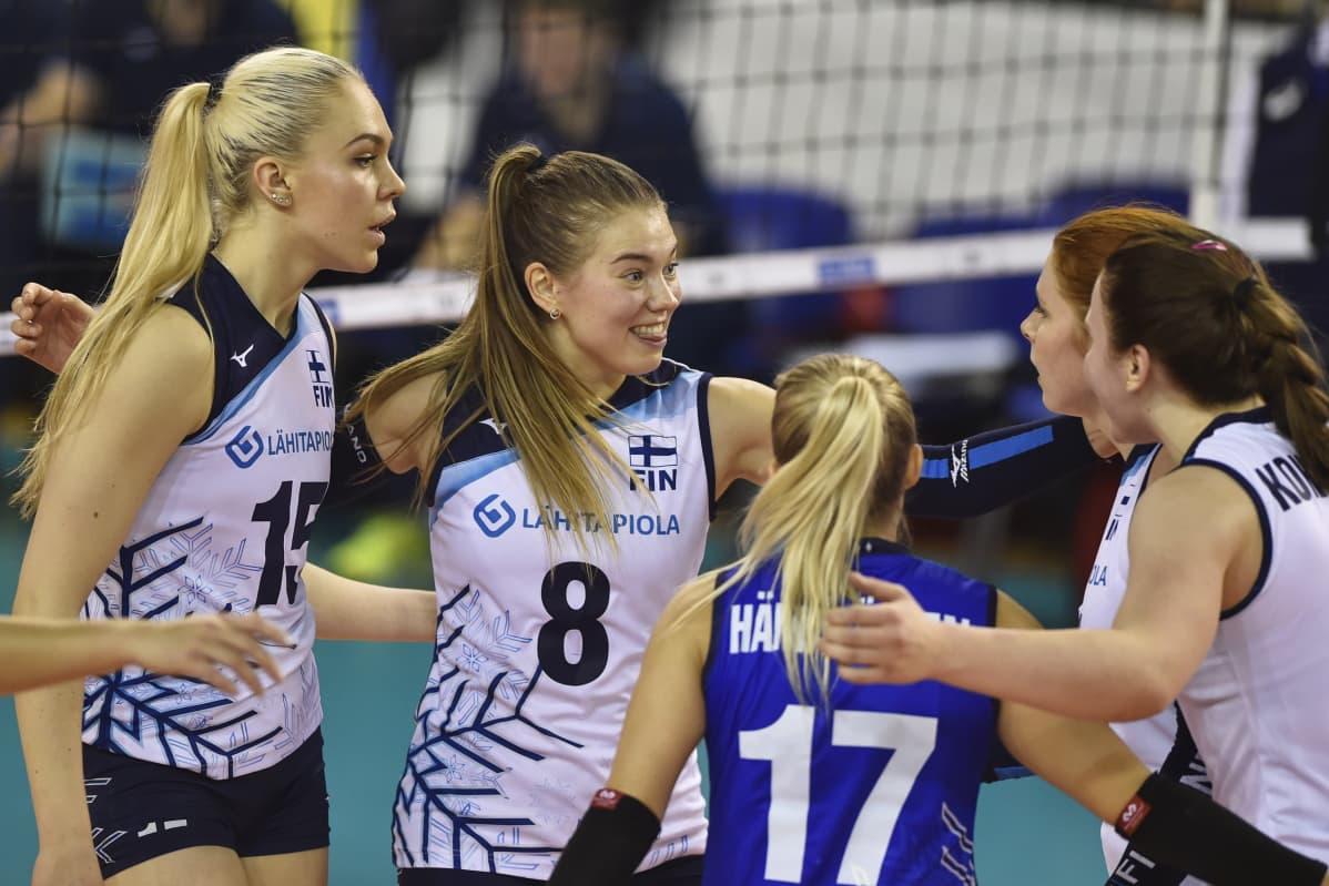 Suomen lentopallomaajoukkue naiset