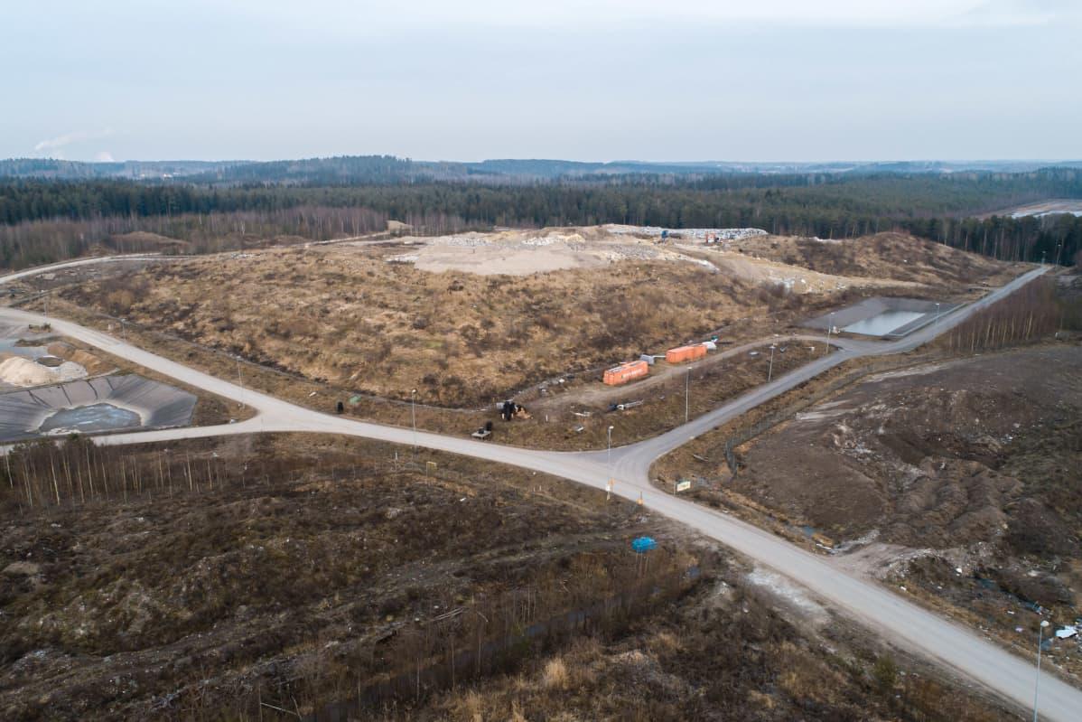Kukkuroinmäen aluejätekeskuksen loppusijoituspaikka.