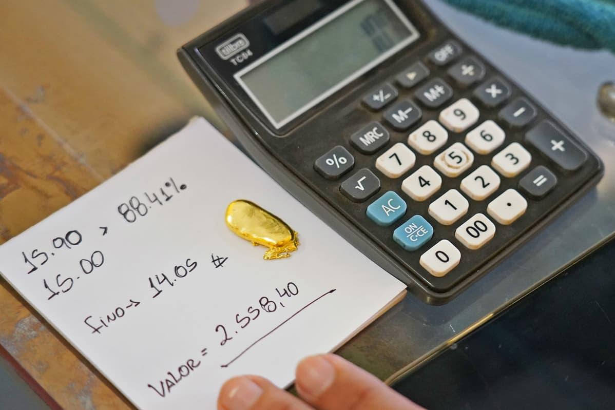 Kultakimpaleen arvon laskemista