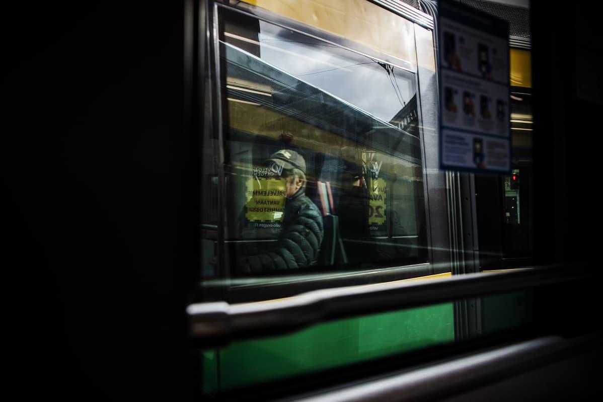 Kuvassa on raitiovaunu.