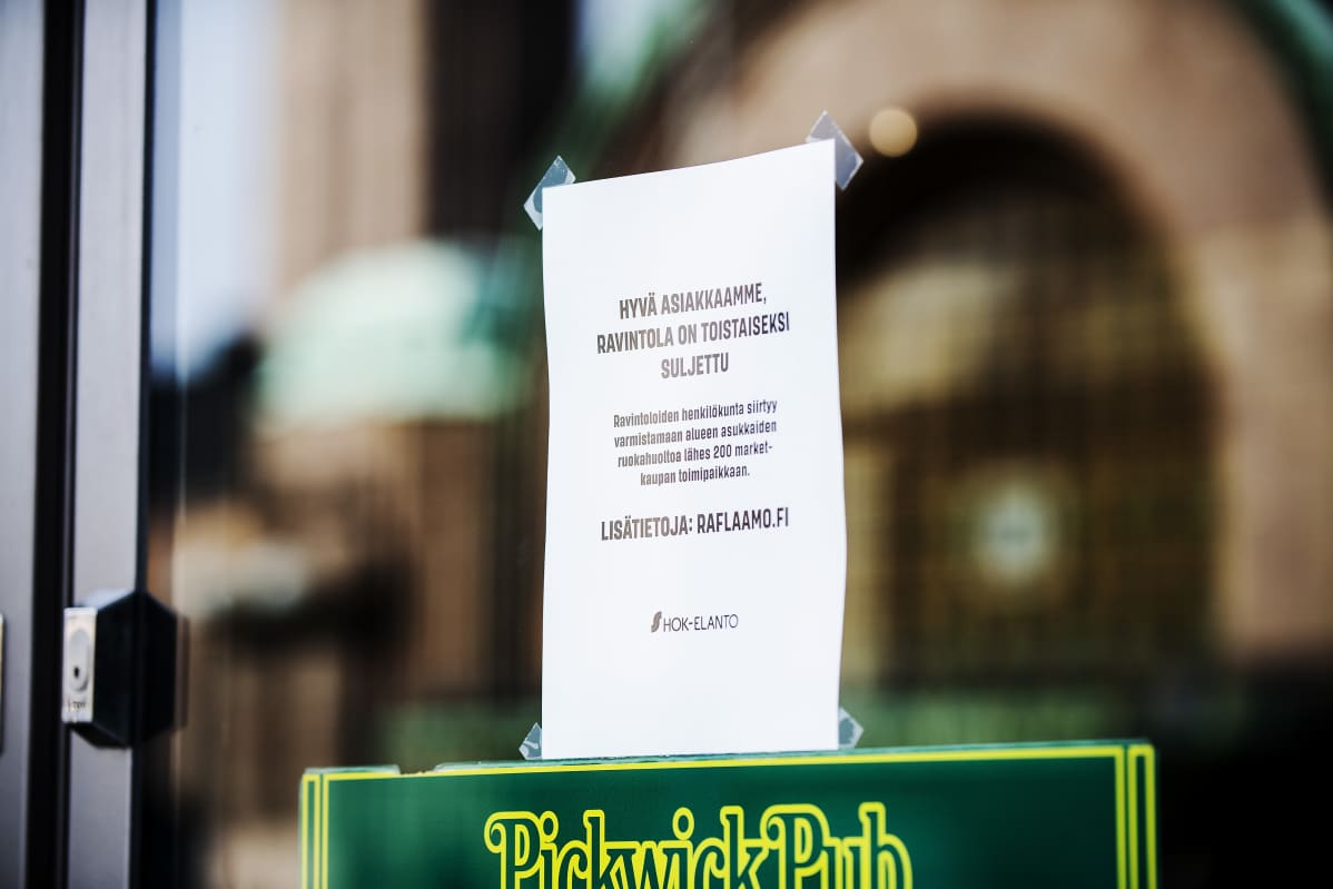 Kuvassa on suljettu Pickwick Pub -ravintola.