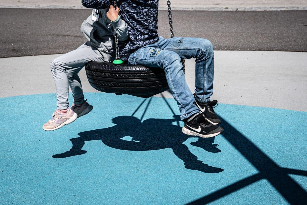 Laajempaa epidemiologista tutkimusta lasten tartuntaketjuista ja lapsista tartuttajina ei Suomessa ole vielä tehty. Kuvituskuva.