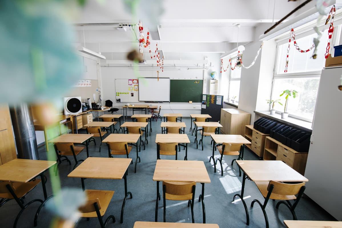 Kuvassa on alakoulun tyhjiä tiloja elokuussa 2020.