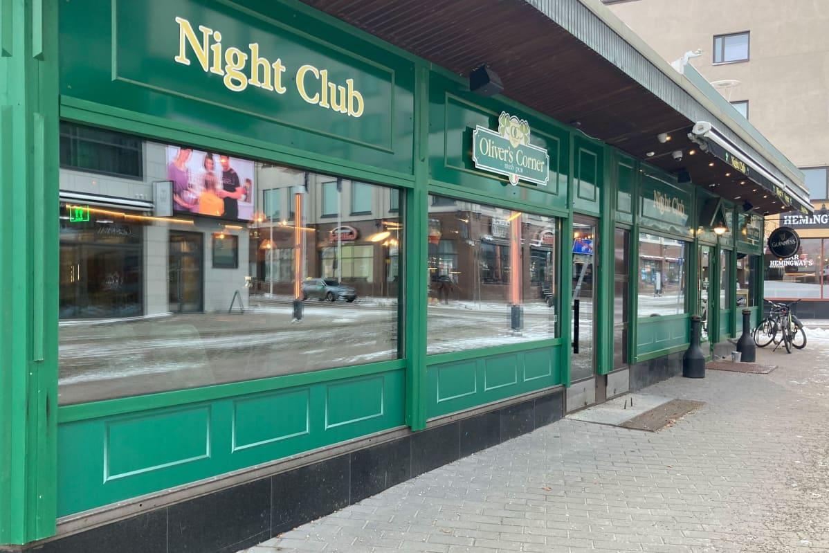 Ravintolan julkisivu Rovaniemellä.