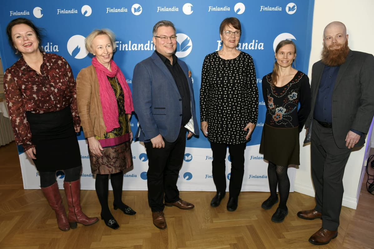 Ann-Luise Bertell, Anne Vuori-Kemilä, Tommi Kinnunen, Ritva Hellsten, Anni Kytömäki ja Heikki Kännö Finlandia-ehdokkaiden julkistustilaisuudessa 5. marraskuuta.