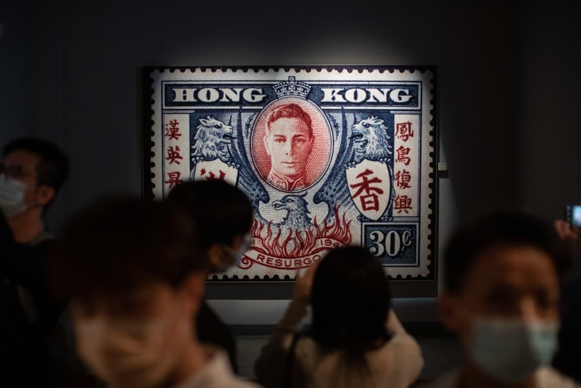 Hongkongin historiamuseon näyttelyssä on esillä brittivallan aikainen, Yrjö VI:tä esittävä postimerkki. Museo suljettiin lokakuussa suuren remontin vuoksi.