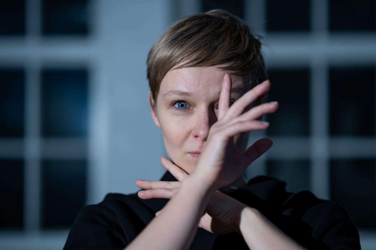Tanssija ja koreografi Johanna Nuutinen, Kaapelitehdas, 3.12.2020.