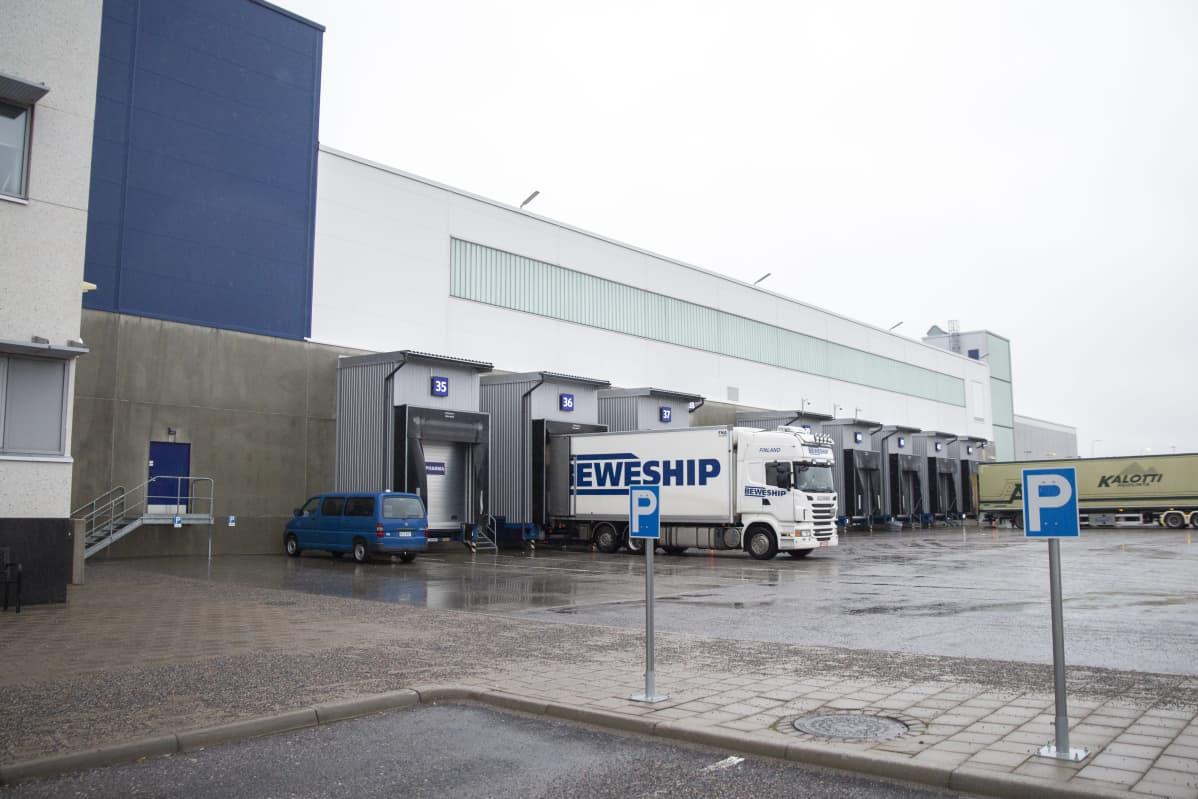 Finnair Cargon terminaali Turbiinitie 4:ssä Vantaalla