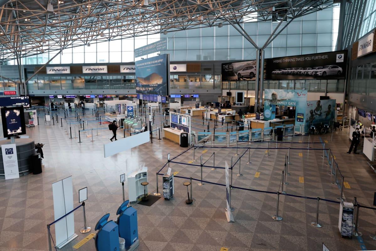 Terminaali 2 Helsinki-Vantaan lentoasemalla koronapandemian aikana.