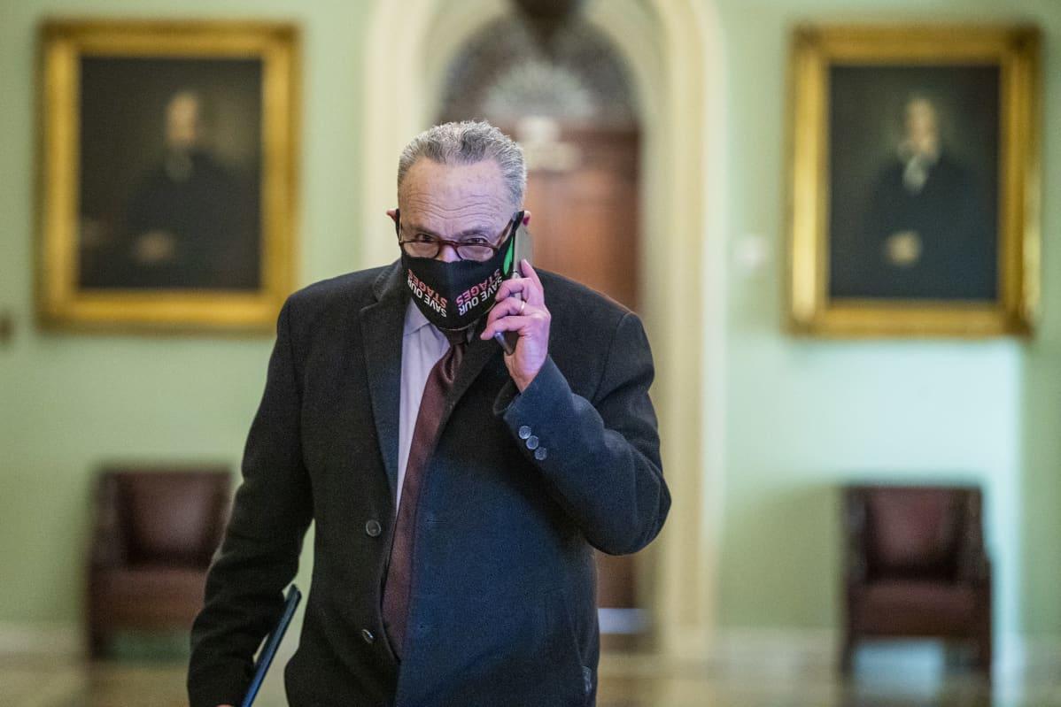 Oikeudenkäynnin ajankohdasta neuvotellut enemmistöjohtaja Chuck Schumer kuvattiin kongressissa 22. tammikuuta.